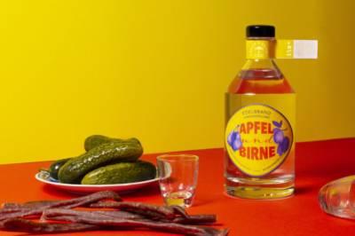 Bayer und Bayer Apfel und Birne Bio Edelbrand mit Brotzeit