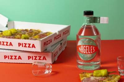 Bayer und Bayer Nägelesbirne Bio Edelbrand mit Pizza