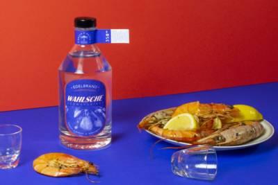 Bayer und Bayer Wahlsche Schnapsbirne Bio Edelbrand mit Riesengarnelen