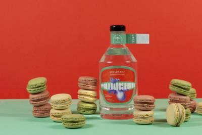 Bayer und Bayer Williamsbirne Bio Edelbrand mit Macarons